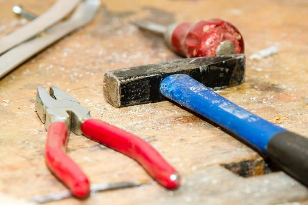 Przydatne narzędzia w domu kluczem do szybkiego rozwiązania problemu